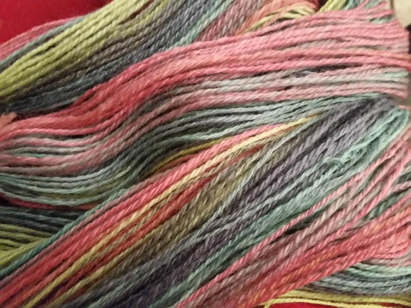 100g Woolly Hugs Bobbel Socks 4-fach Farbverlaufgarn 2 identische Socken Wolle